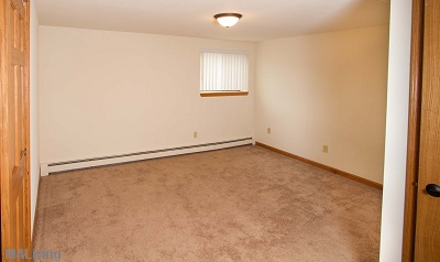 Arbor Hills - Carpeted Bedroom in 1 Bedroom