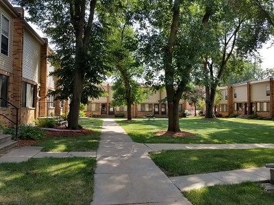 Glendale Townhomes - Take a Walk Around the Courtyard