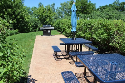 The Madison - Picnic Area with BBQ Grills