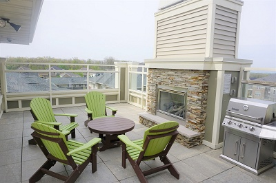 Aspen Hill - Rooftop Sundeck with Fireplace